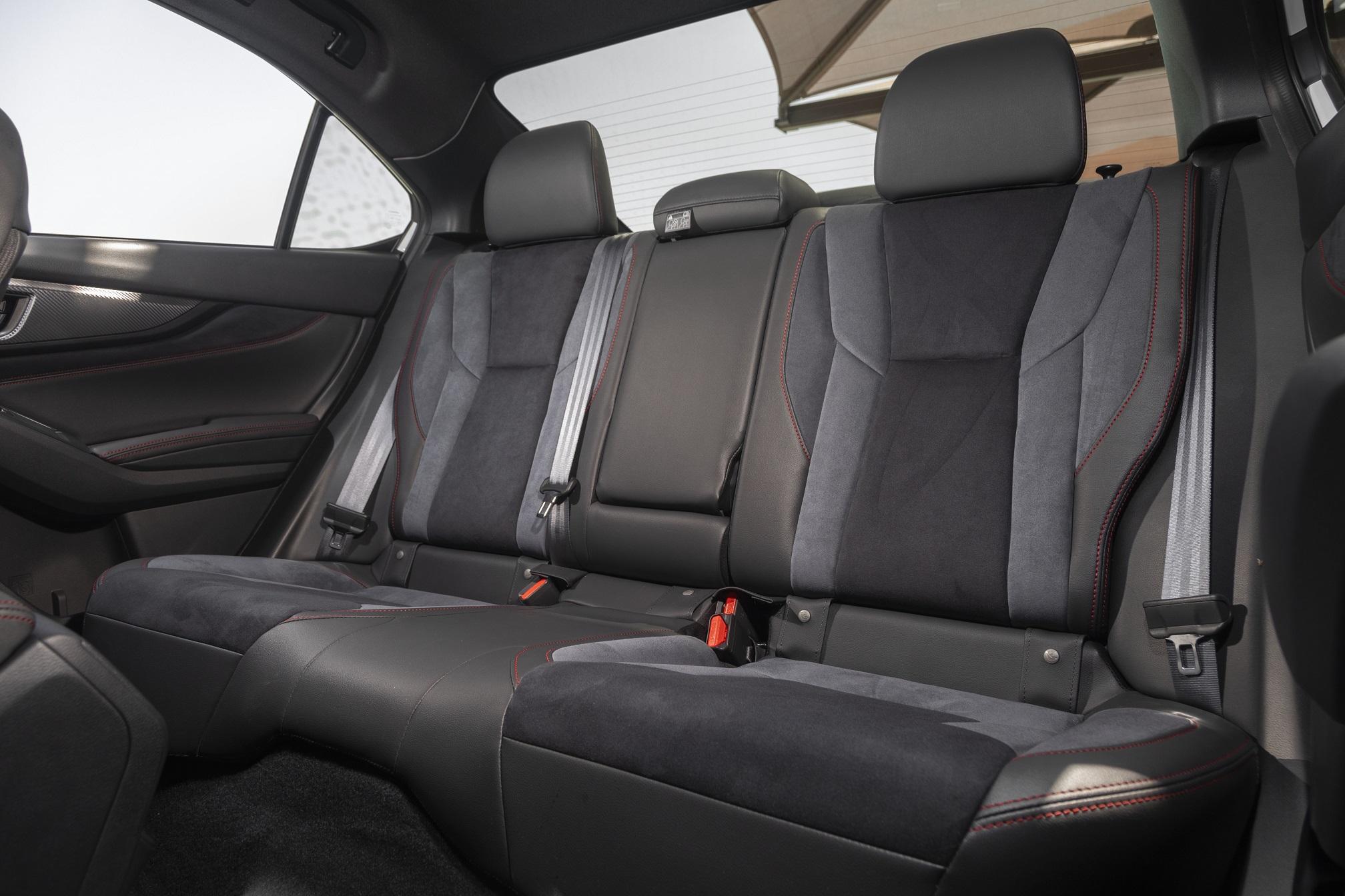 WRX S4 後部座席、リヤシート